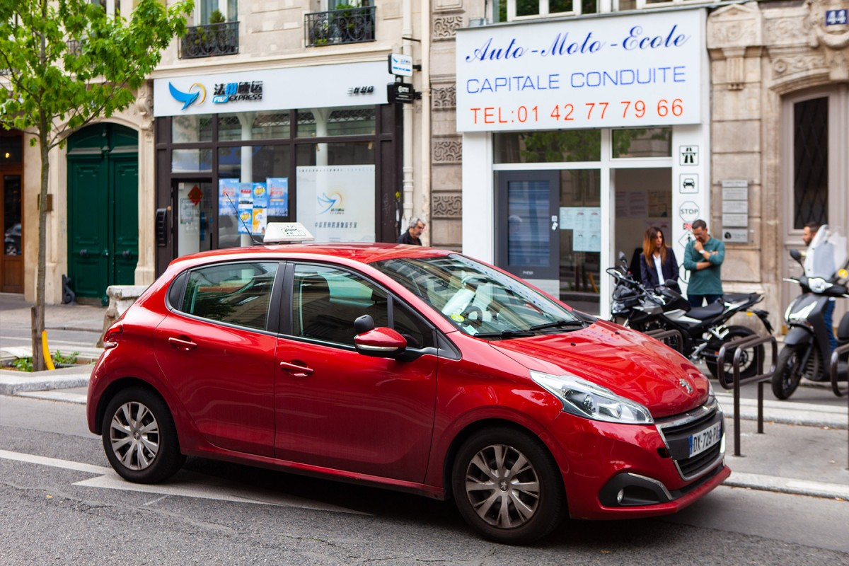 Auto-école contact + : C'est dur de conduire à Bruxelles ?